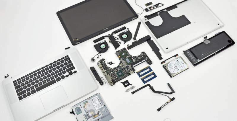 išardytas nešiojamas kompiuteris